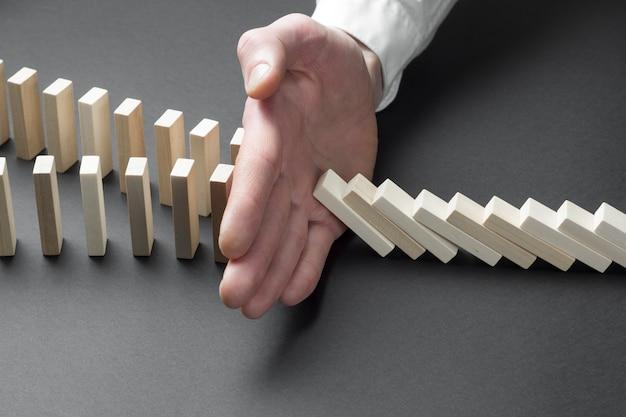 Detener el efecto dominó para la solución de negocios