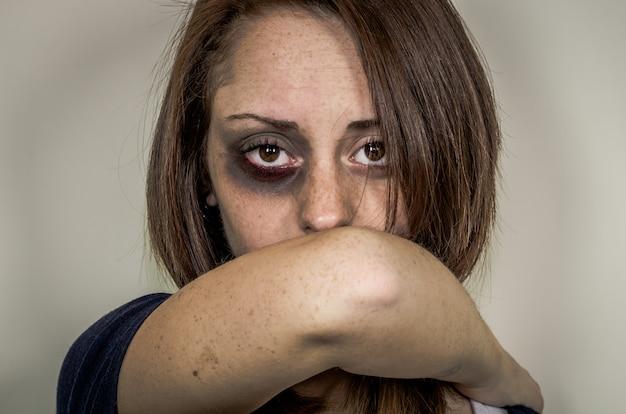 Detener la violencia contra las mujeres.