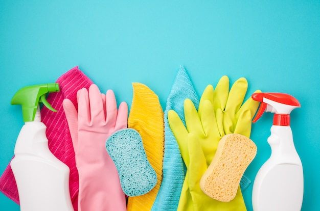 Detergentes y accesorios de limpieza.