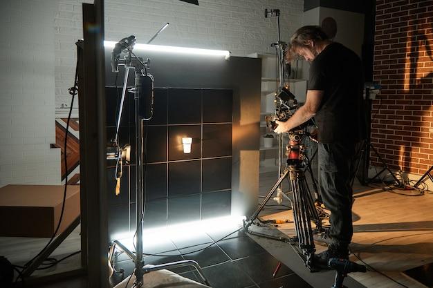 Detrás de escena de filmar películas y productos de video