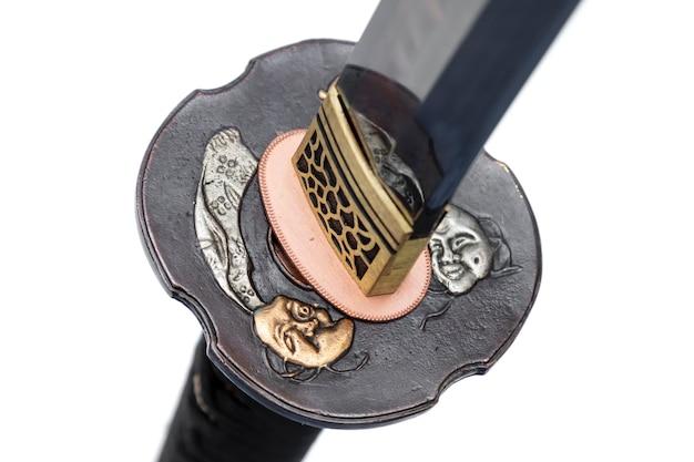 Devil tsuba: protector de mano de espada japonesa hecha de cobre aislado en blanco