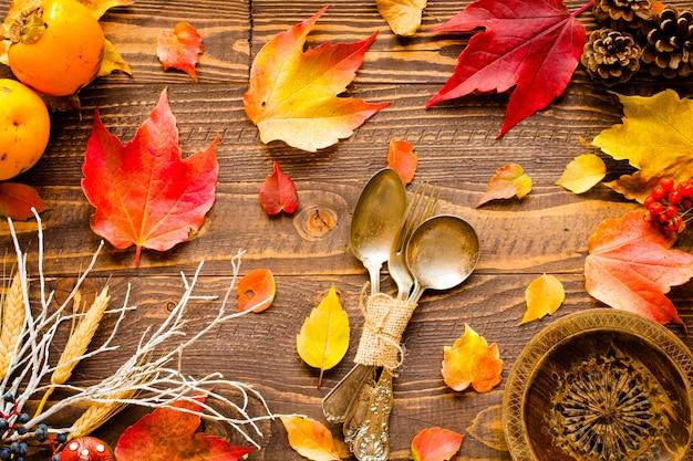 Día de acción de gracias, hojas de otoño de fondo