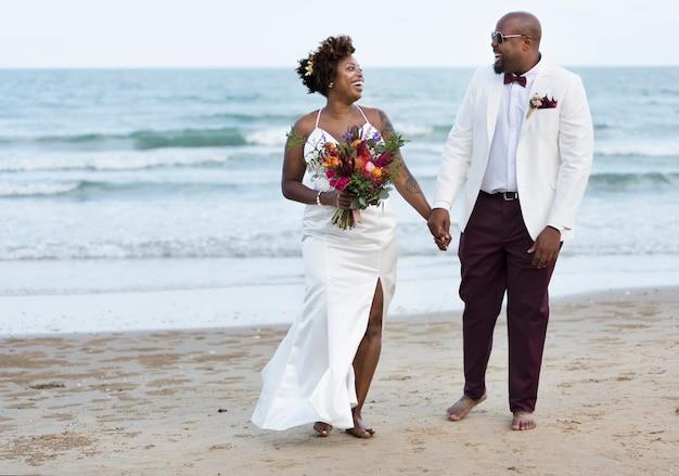 Día de la boda de la pareja afroamericana