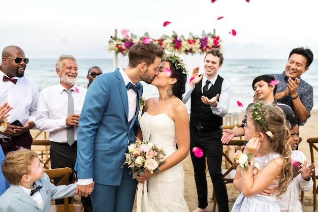 Día de la boda de la pareja caucásica joven
