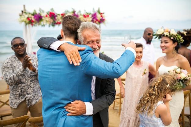 Día de la boda pareja joven caucásico