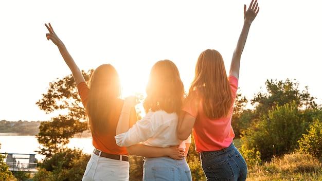 Día internacional de la mujer mujeres feminismo femenino amigas poder femenino diversidad feminidad concepto grupo