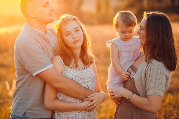 Día luz mamá hija femenina