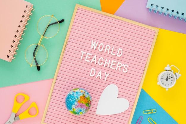 Día mundial del maestro con cuaderno