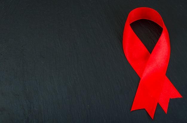 Día mundial del sida con cinta roja