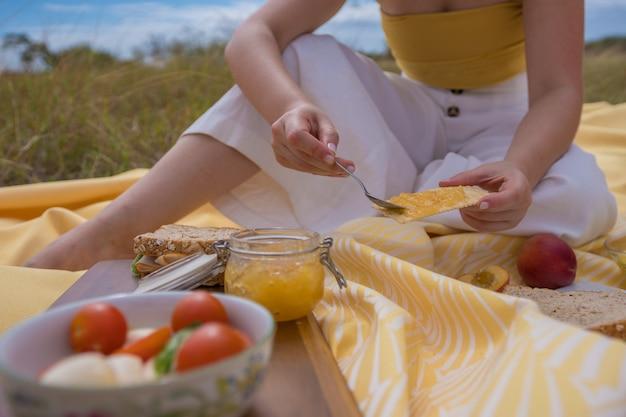Un día de picnic con el color amarillo.