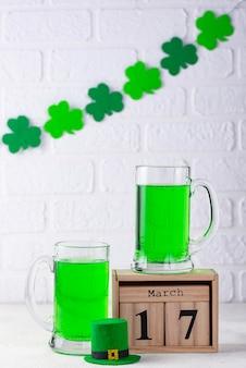 Día de san patricio cerveza verde
