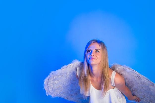 Día de san valentín ángel mujer con alas cupido san valentín febrero mujer cupido linda mujer ángel