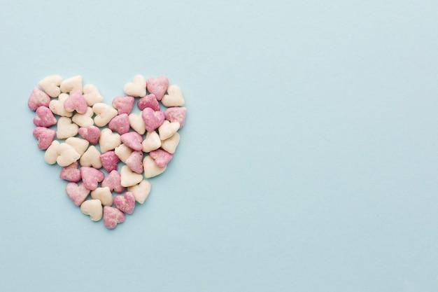 Día de san valentín en forma de corazón con espacio de copia
