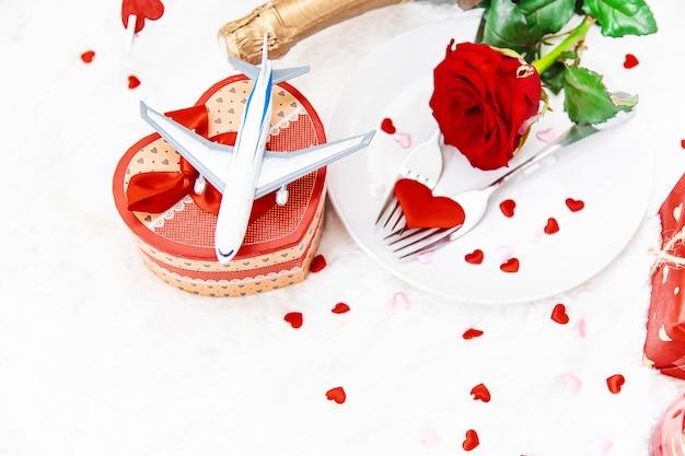Día de san valentín. un hermoso viaje de regalo. enfoque selectivo