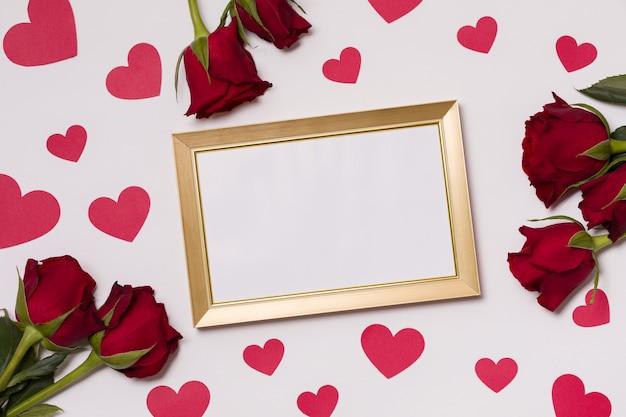 Día de san valentín, marco vacío, fondo blanco sin costuras, besos, corazones, mensaje