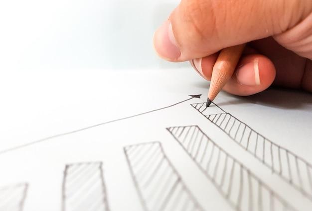 Dibujar un gráfico de crecimiento para la fundación de éxito de concept of business