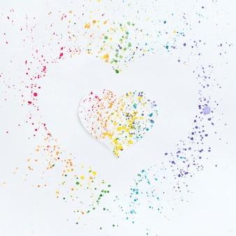 Dibujo de corazón en colores del arco iris