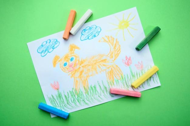 Dibujo infantil con un perro gracioso