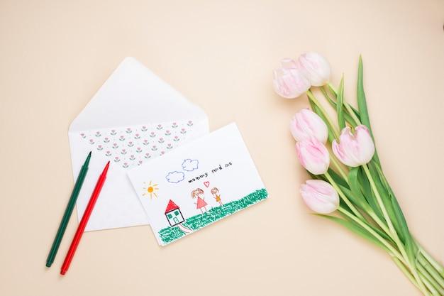 Dibujo de madre e hijo con tulipanes.