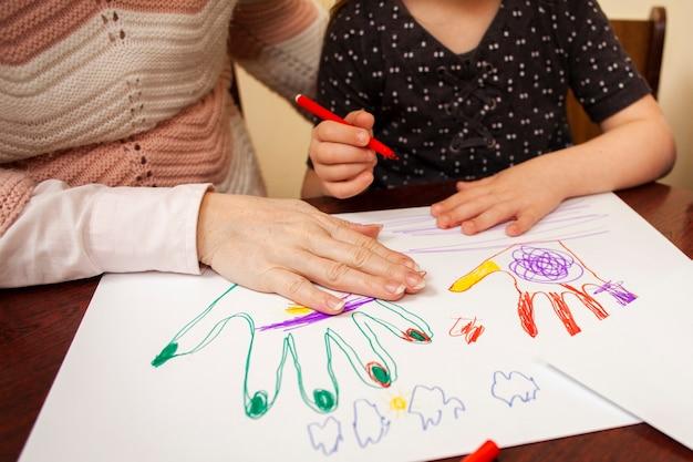 Dibujo de mujer y niña