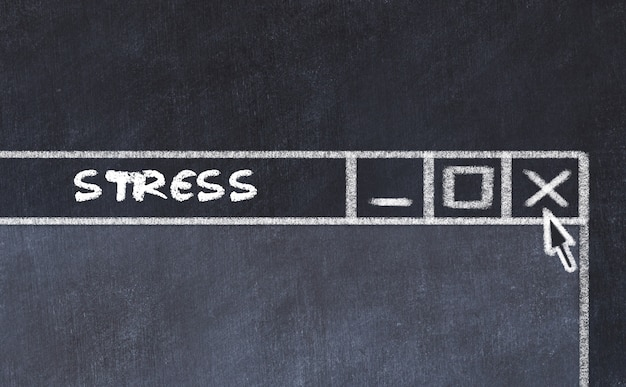Dibujo de tiza de la ventana en la pantalla del ordenador. concepto de parar el estrés.