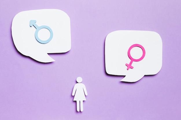 Dibujos animados mujer y signos de género en burbujas de discurso