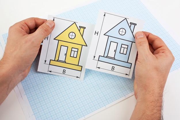 Dibujos de desarrollo en mano en papel cuadriculado
