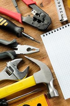 Dibujos y herramientas para construcción y reparación