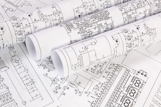 Dibujos impresos de circuitos eléctricos.