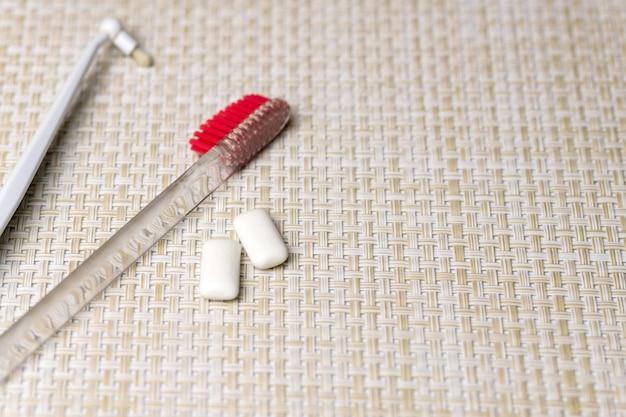 Dientes que limpian concepto con el espacio de la copia. proteger el esmalte dental de las caries.