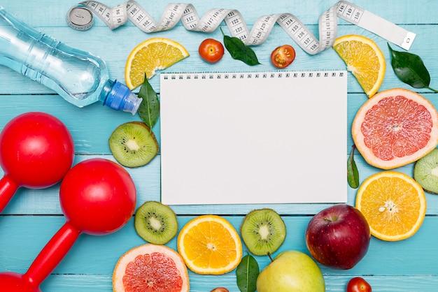 Dieta, menú o programa, ruleta, agua, fruta.
