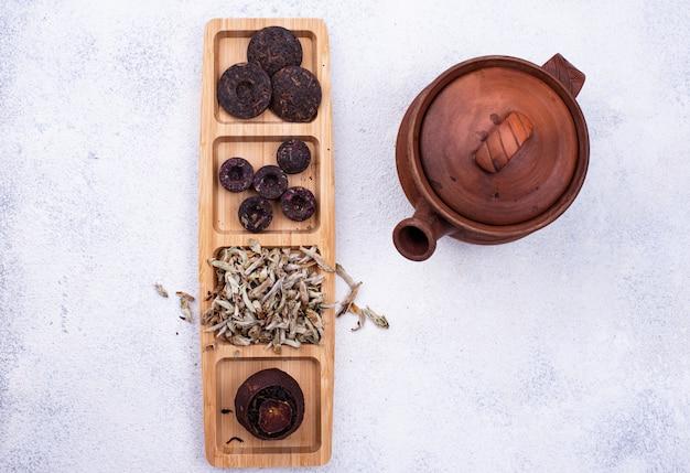 Diferente té chino pu-erh prensado