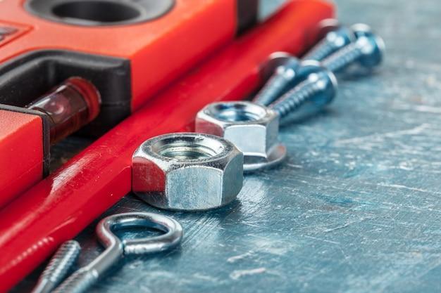 Diferentes herramientas de construcción en azul