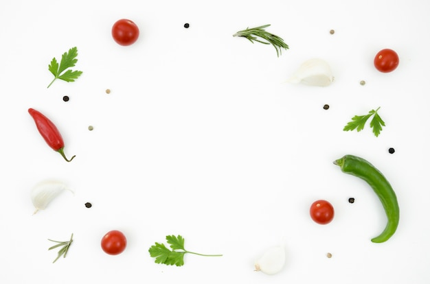 Diferentes hierbas aromáticas y especias para cocinar
