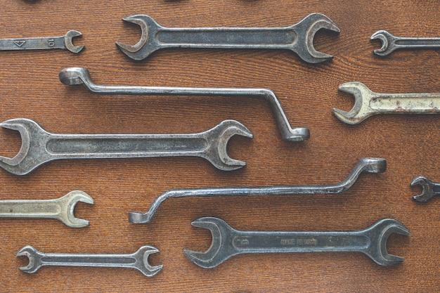 Diferentes llaves viejas, vista superior