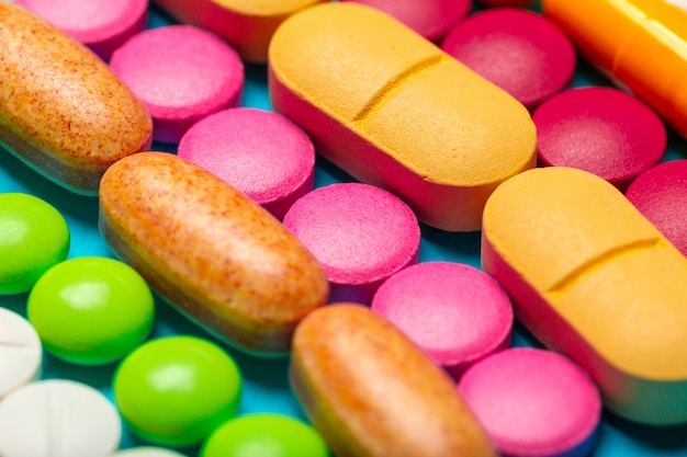 Diferentes medicamentos, píldoras, tabletas.