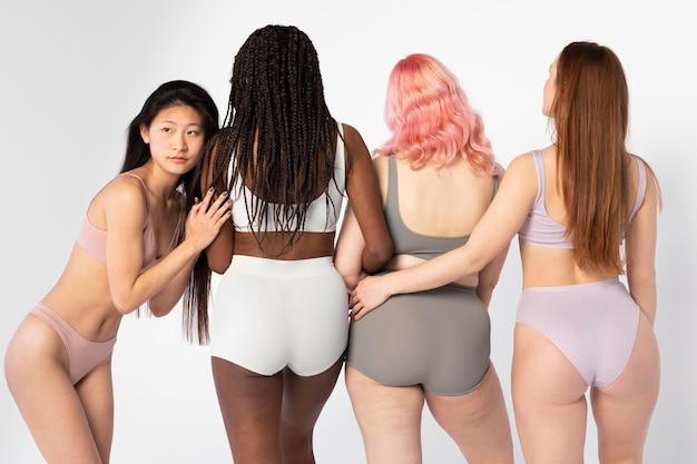 Diferentes mujeres que muestran diferentes tipos de belleza.