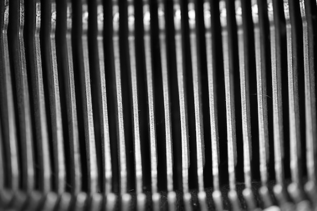 Diferentes pequeños elementos metálicos de una vieja macro de máquina de escribir