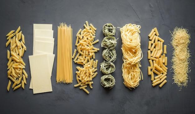 Diferentes tipos de pasta a partir de variedades de trigo duro para cocinar platos mediterráneos.