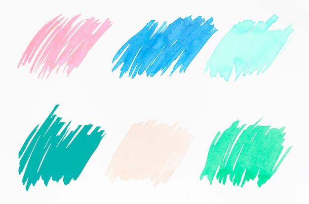 Diferentes tipos de pinceladas aisladas sobre fondo blanco