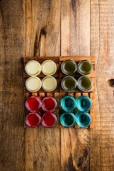 Diferentes tipos de tiradores o inyecciones alcohólicas.