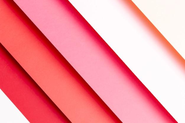 Diferentes tonos de papeles rojos.