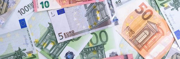 Dinero euro efectivo euro billetes en euros.
