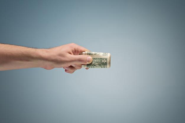 Dinero en la mano
