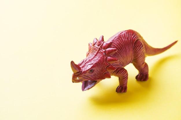 Dinosaurio. juguete de goma de plástico.