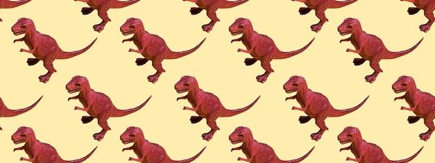 Dinosaurio de plástico de juguete sobre un fondo de color. concepto de patrones sin fisuras para textura, diseño, papel tapiz, decoración, textil. bandera