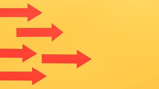 Dirección del objetivo señalada por flechas
