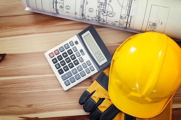 Directamente encima del lugar de trabajo para el trabajador de la construcción