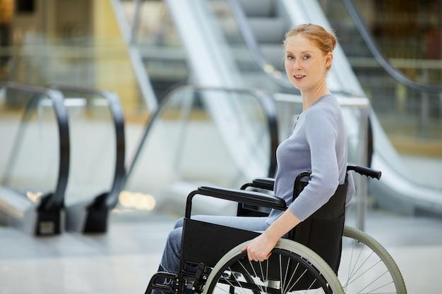 Discapacitados empresaria en silla de ruedas