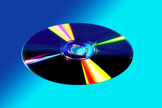 Disco cd dvd con colorido reflejo.
